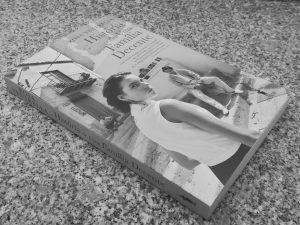 Recensão do livro História de uma Família Decente, escrito pela autora italiana Rosa Ventrella e publicado pelas edições Dom Quixote em 2019 | INTRO