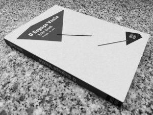 Recensão do livro O Espaço Vazio, escrito pelo encenador e dramaturgo Peter Brook e editado em Portugal pela Orfeu Negro em 2016 | INTRO