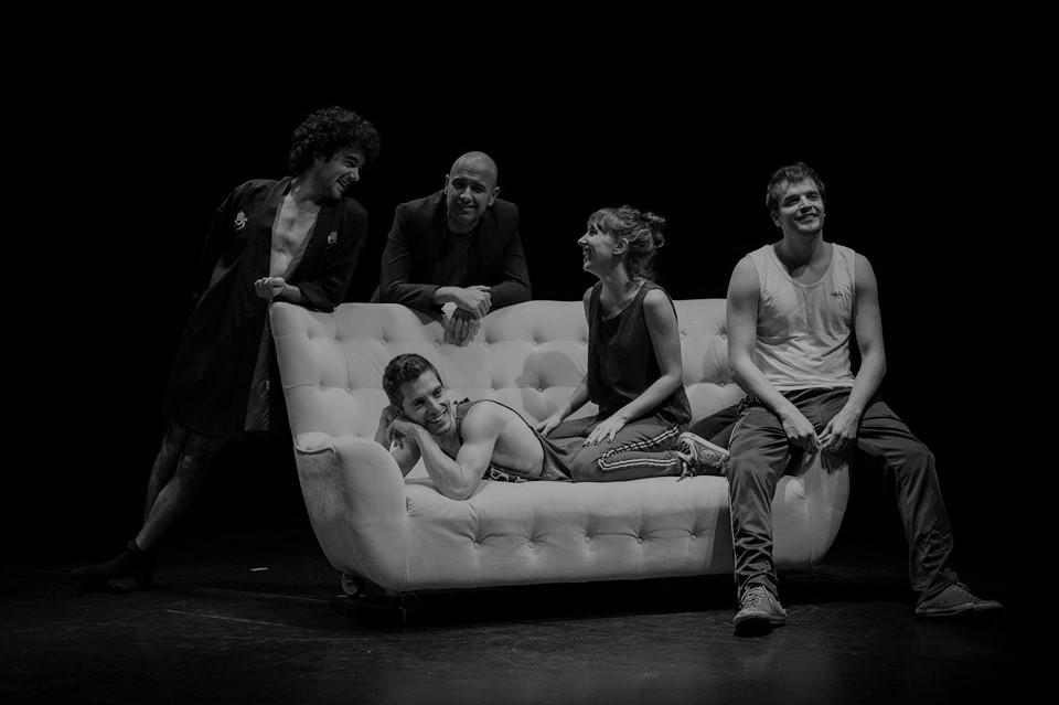 Crítica da peça Shopping & Fucking, de Mark Ravenhill, com encenação de Gonçalo Carvalho, apresentada a 22/11/2019 no Auditório Fernando Lopes Graça | INTRO