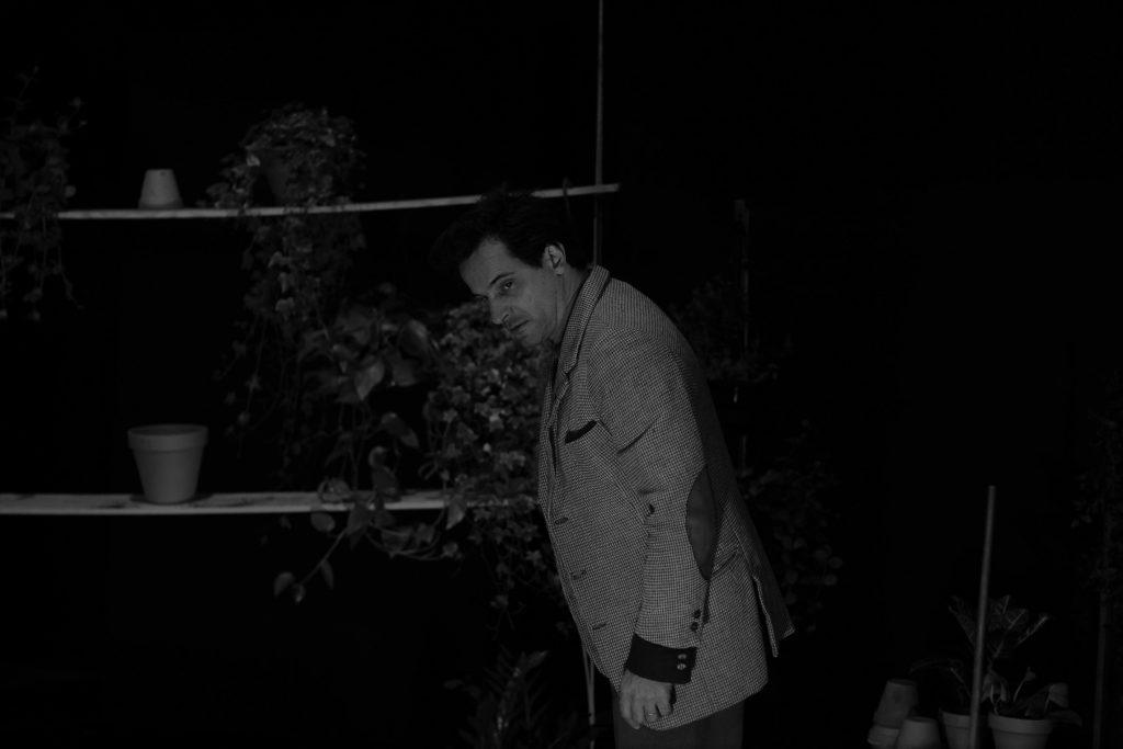 Crítica da peça Pátria, do multipremiado escritor brasileiro Bernardo Carvalho, em estreia absoluta na Casa das Artes de Famalicão a 30/11/2019 | INTRO