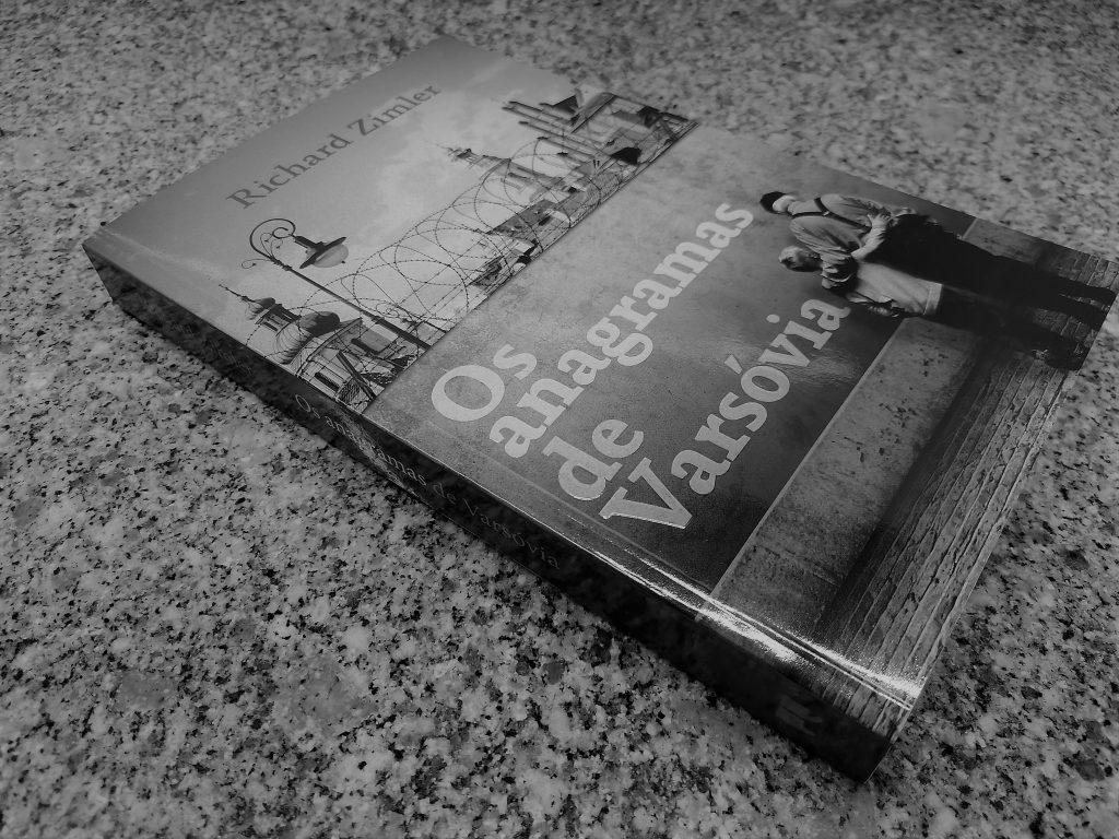 Recensão do livro Os Anagramas de Varsóvia do escritor americano Richard Zimler, publicado pela editora Porto Editora no ano de 2020 | INTRO