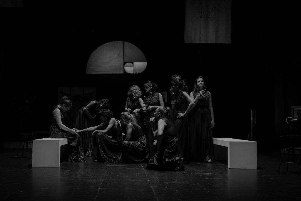 Crítica do espectáculo A.N.T.I.G.O.N.A., , estreado no Teatro Carlos Alberto, no Porto, a 16 de Setembro de 2020 | INTRO