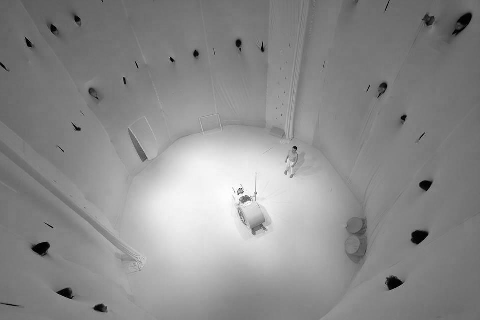 Crítica da encenação de Endgame (Samuel Beckett) por Tania Bruguera, no âmbito do BoCA, apresentada no Mosteiro de S. Bento da Vitória a 20/04/2017 | INTRO
