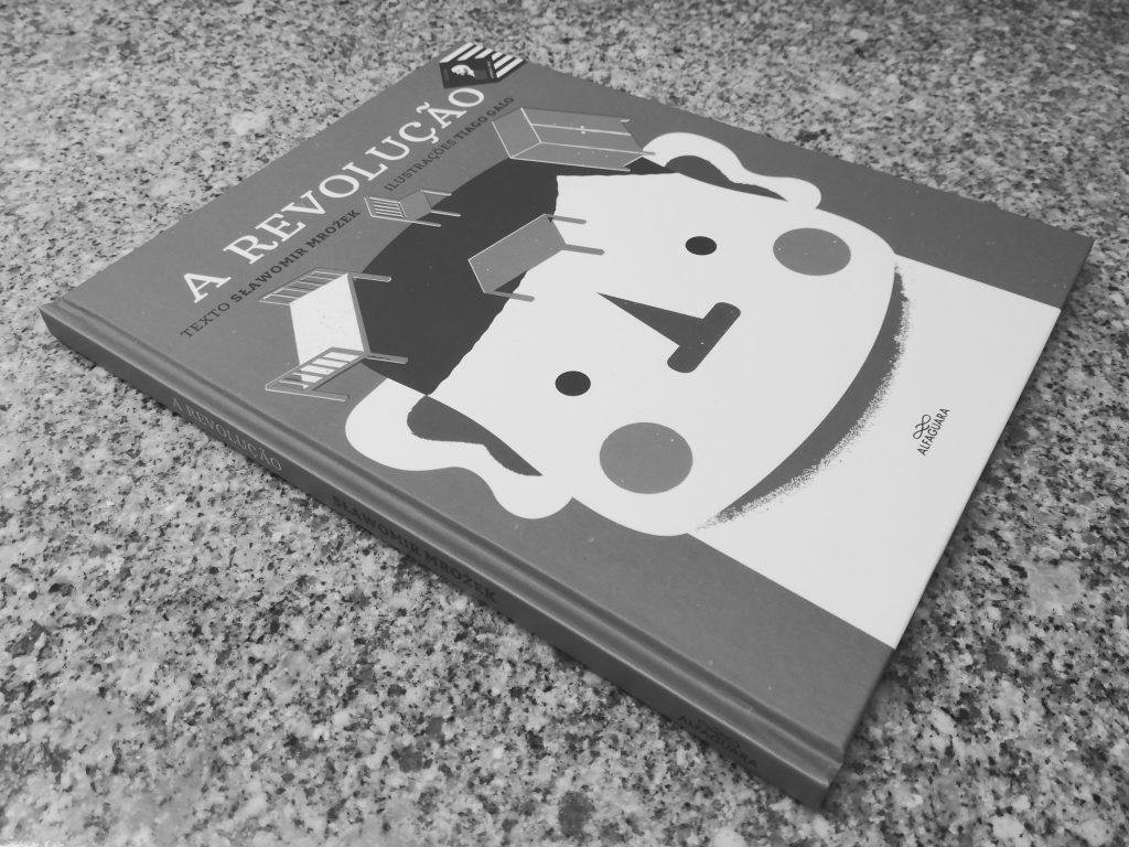 Recensão do livro A Revolução, da colecção Afonso Cruz, com texto de Slawomir Mrozek e ilustrações de Tiago Galo, editado pela Alfaguara em 2017   INTRO
