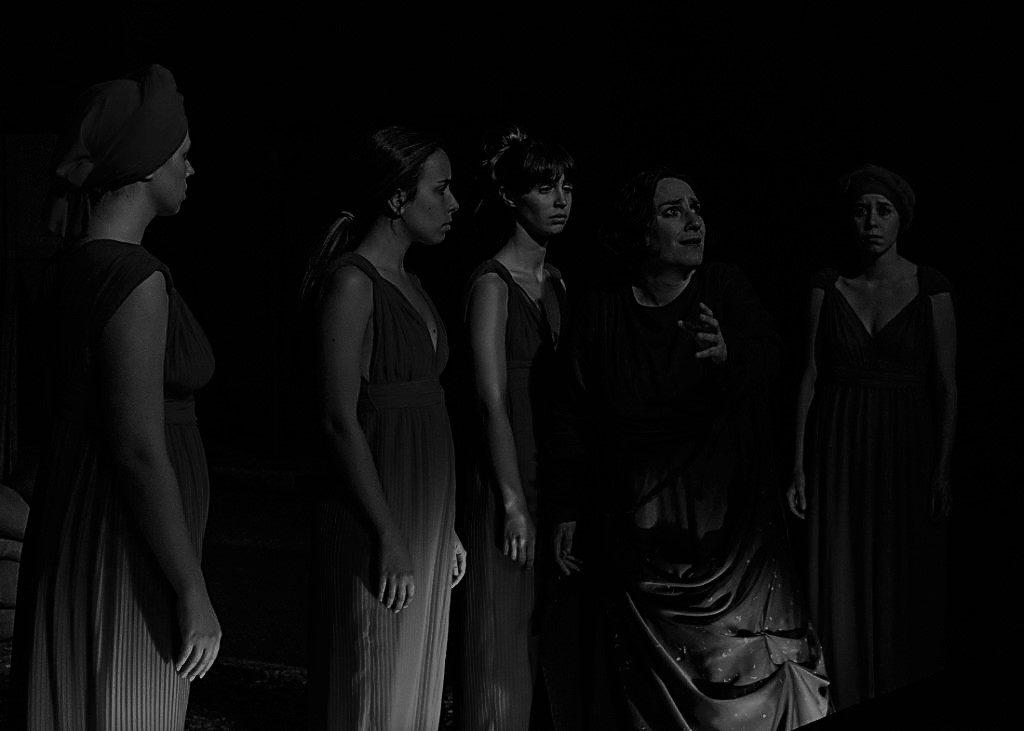 """Reportagem acerca da peça """"As Troianas"""", de Eurípedes, que estreou nas Ruínas do Carmo a 31 de Julho de 2019   INTRO"""