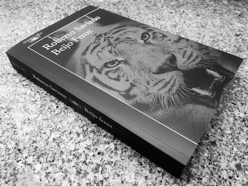 Recensão do livro Beijo Feroz, do autor italiano Roberto Saviano, publicado em Portugal pela Alfaguara em 2019 | INTRO