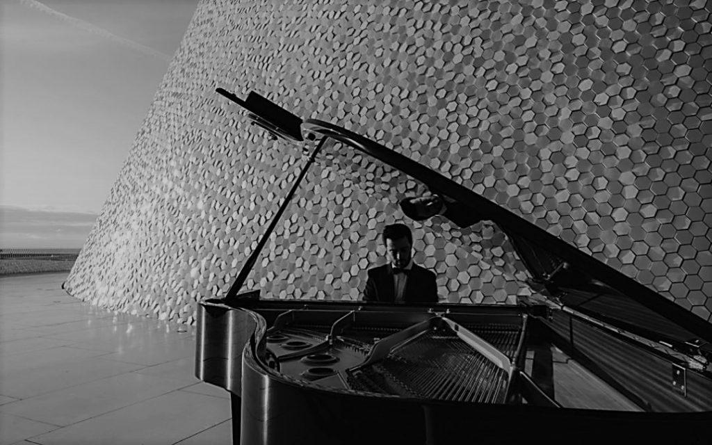 """Crítica do álbum """"Poetic Scenes"""" do pianista luso Vasco Dantas, lançado em 2020 pela editora alemã ARS Produktion   INTRO"""