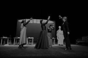 Opinião acerca da peça Top Girls, de Caryl Churchill, apresentada na Sala Garrett do Teatro Nacional D. Maria II no passado dia 5 de Junho de 2021 | INTRO